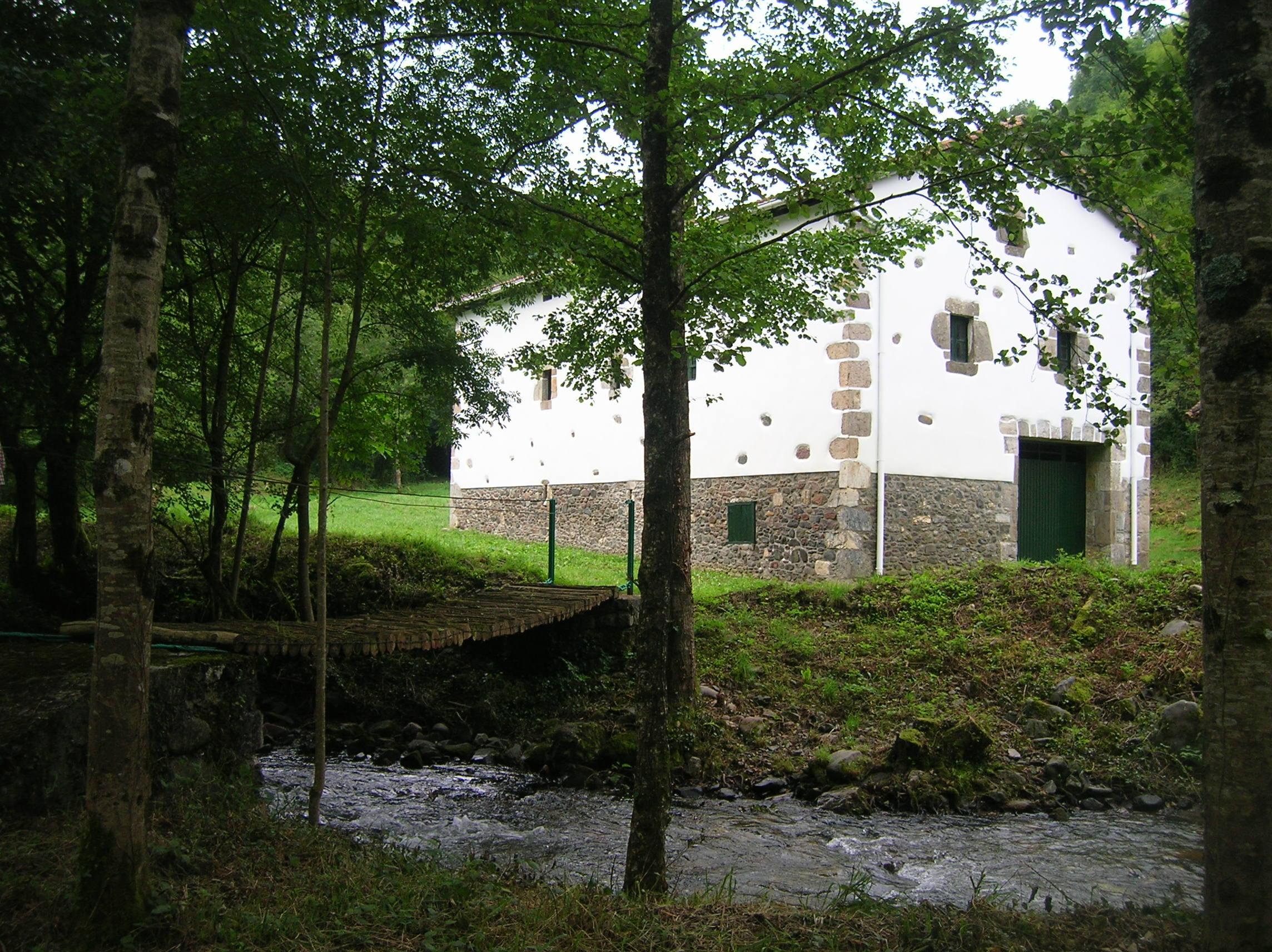 377- Caserio y borda en Baztan (Navarra)